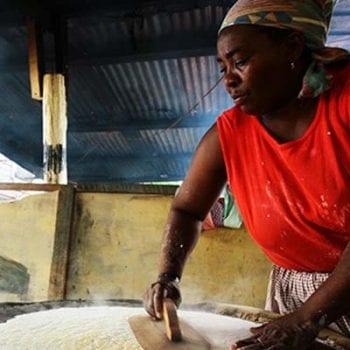 garifuna making casava