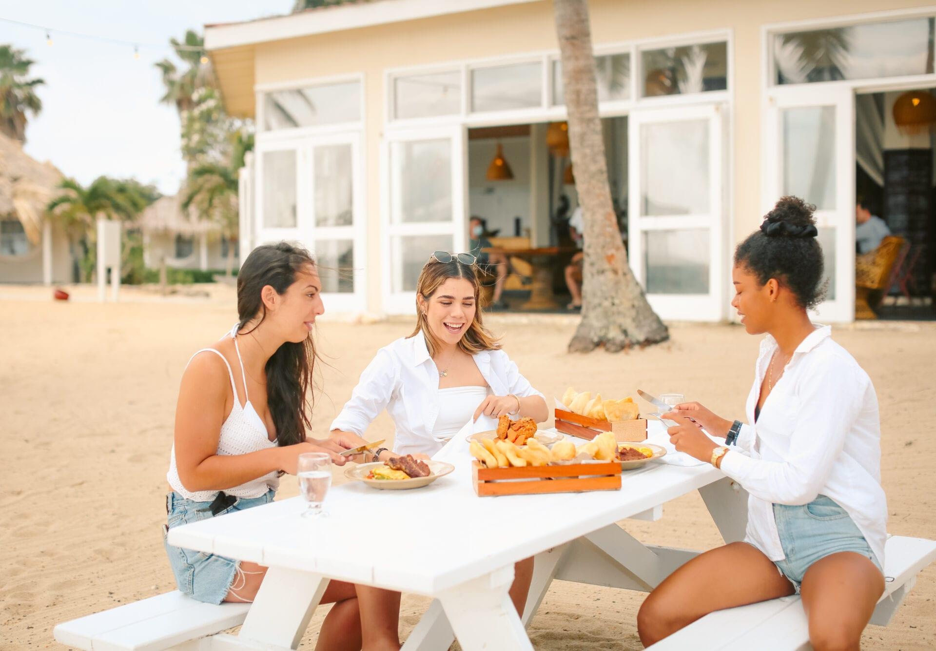 jaguar-reef-lodge-monica-gallardo-photography-breakfast-beach-hopkins