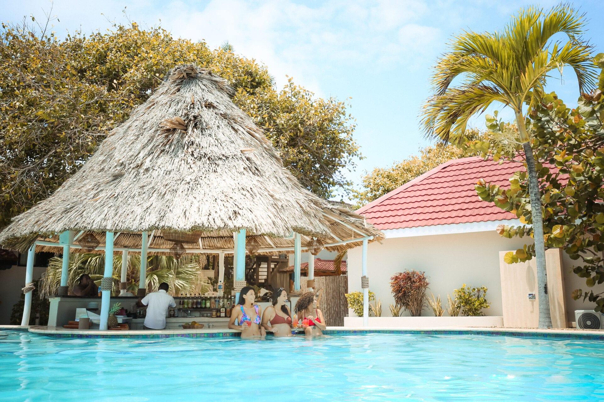 jaguar-reef-lodge-monica-gallardo-photography-girls-pool-bar