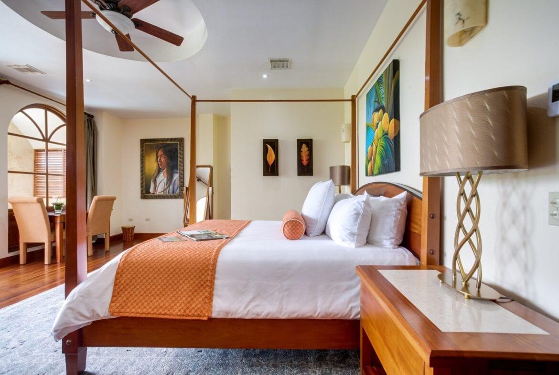 San Ignacio resort suite bed